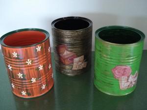 latas pintadas 300x225 Reciclado de envases: Tiestos con latas