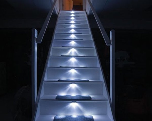 luces led escaleras 1 Luces LED para Escaleras, Seguridad y Agradable Estética