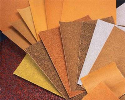 uso papel abrasivo lija restaurar muebles madera 1 Uso del Papel Abrasivo o Lija para Restaurar Muebles de Madera