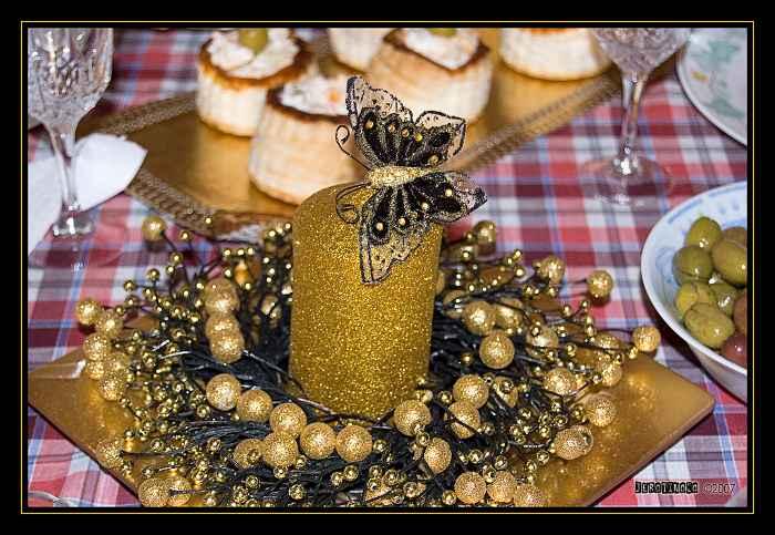 vela mariposa dorado bayas plato Ideas de Centros de Mesa para Navidad